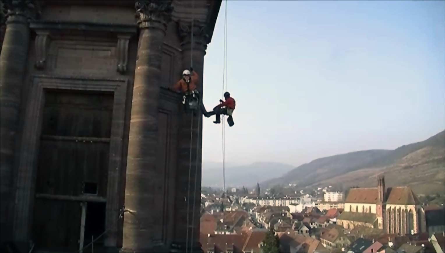 travaux acrobatiques près de Colmar, dans le Haut-Rhin
